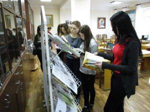 Ознайомлення учасників семінару з матеріалами книжкових виставок